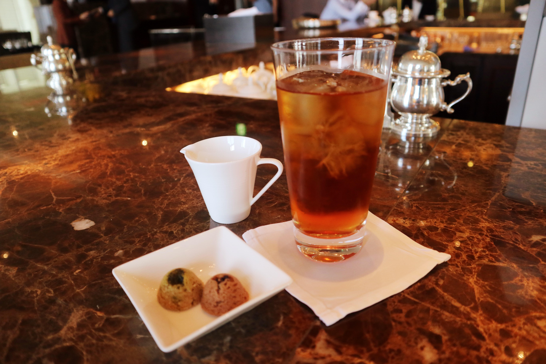 シャングリラ東京のロビーラウンジでティーを飲みながら休憩!