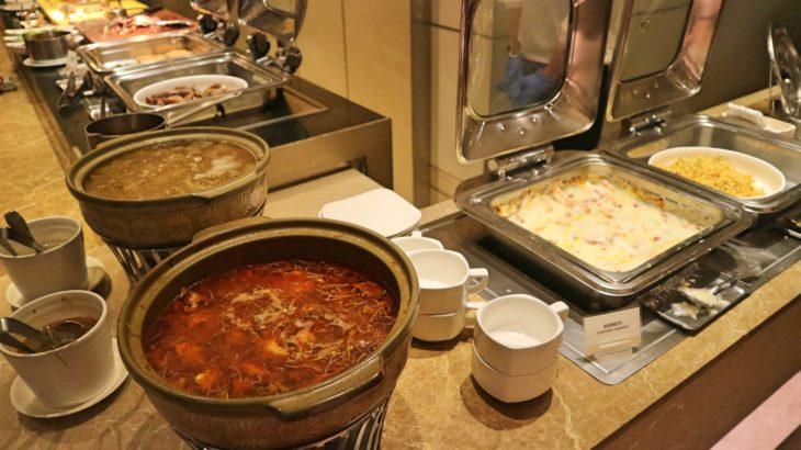 ホテル ロイヤル ニッコー タイペイのビュッフェレストランで夕食を食べた