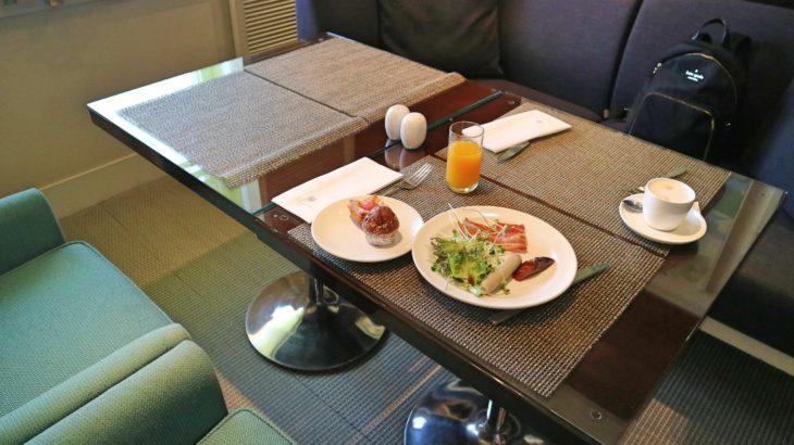 アンバサダーホテル台北のラウンジで朝食!