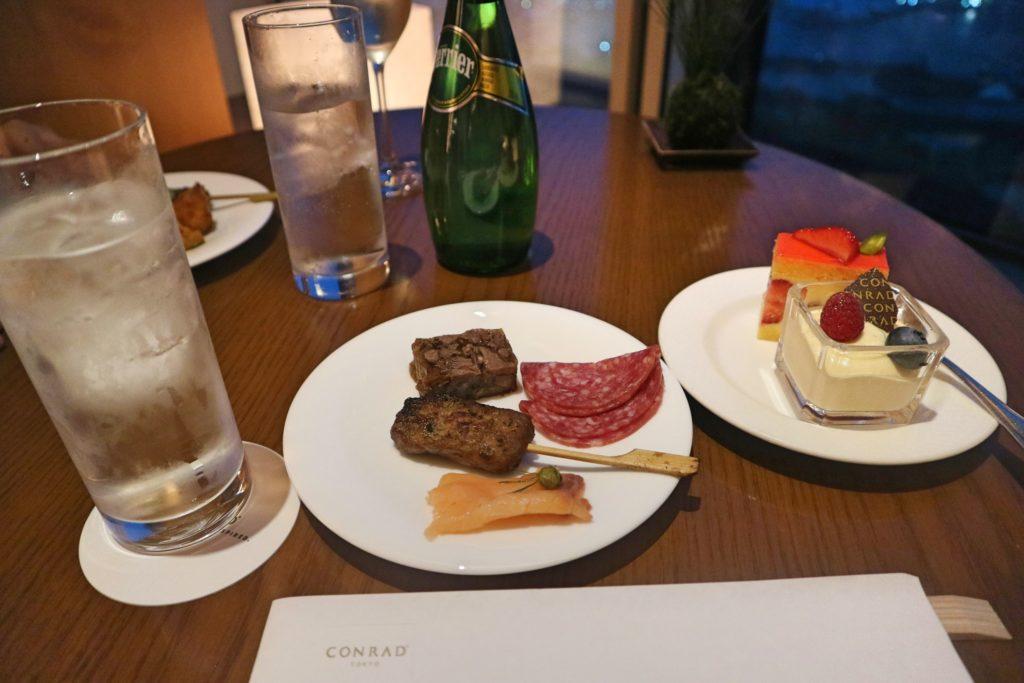 コンラッド東京ラウンジ食べ物