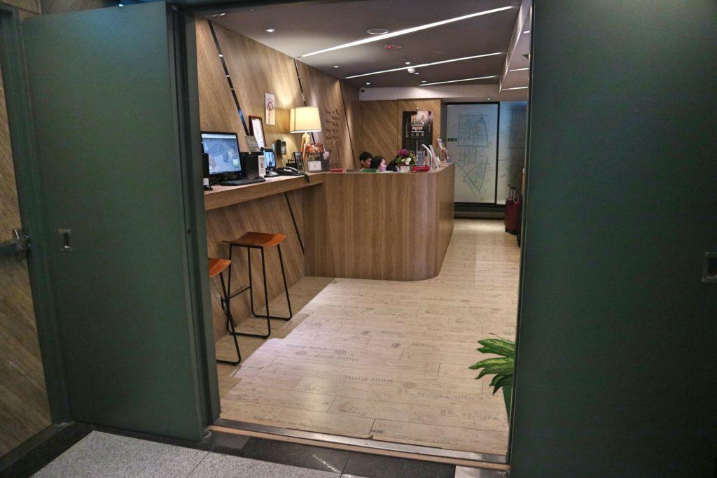 チェイインホテルのフロント