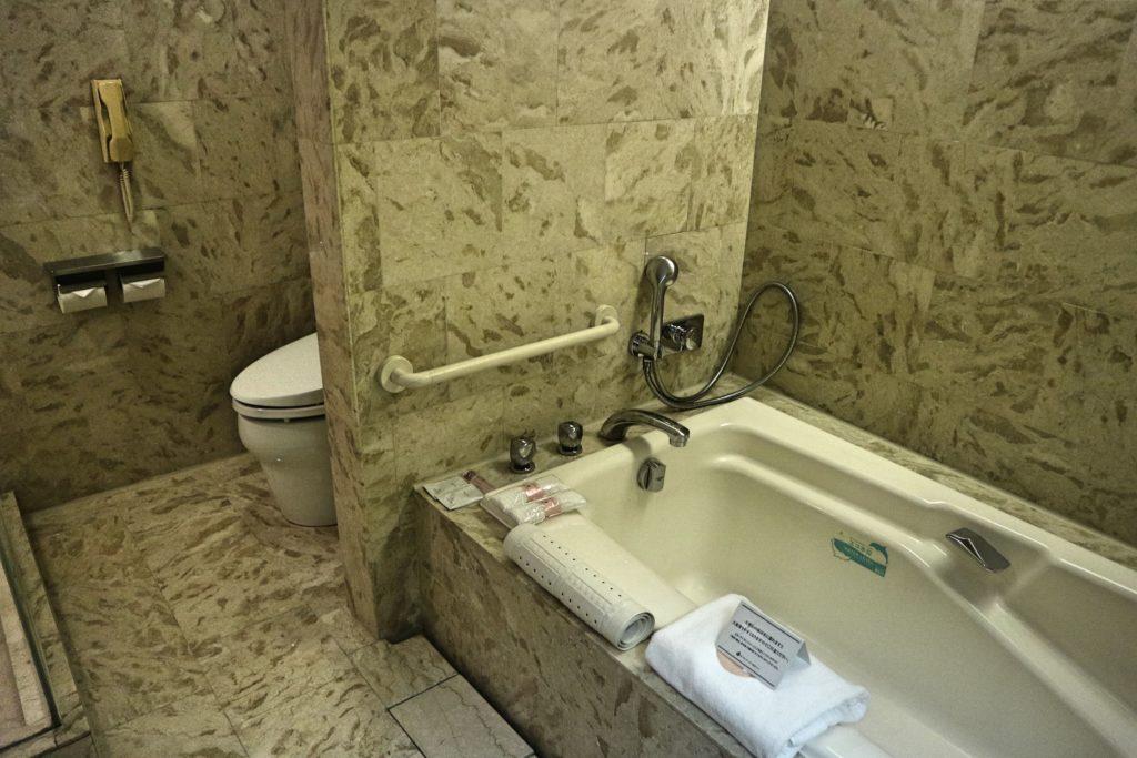 オークラ東京ベイのお風呂とトイレ