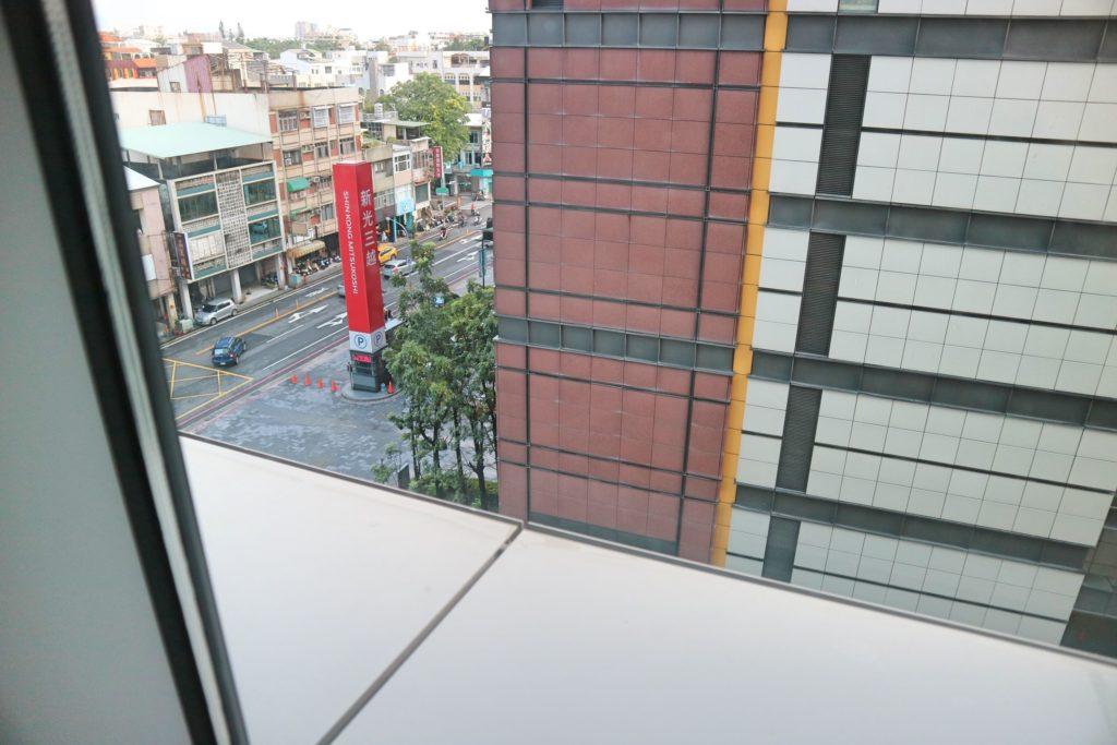 シルクスプレイス台南の窓
