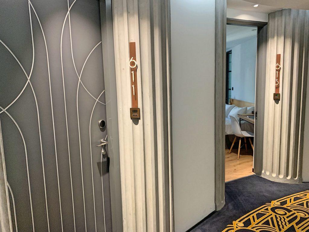 ブルースカイホテルの廊下