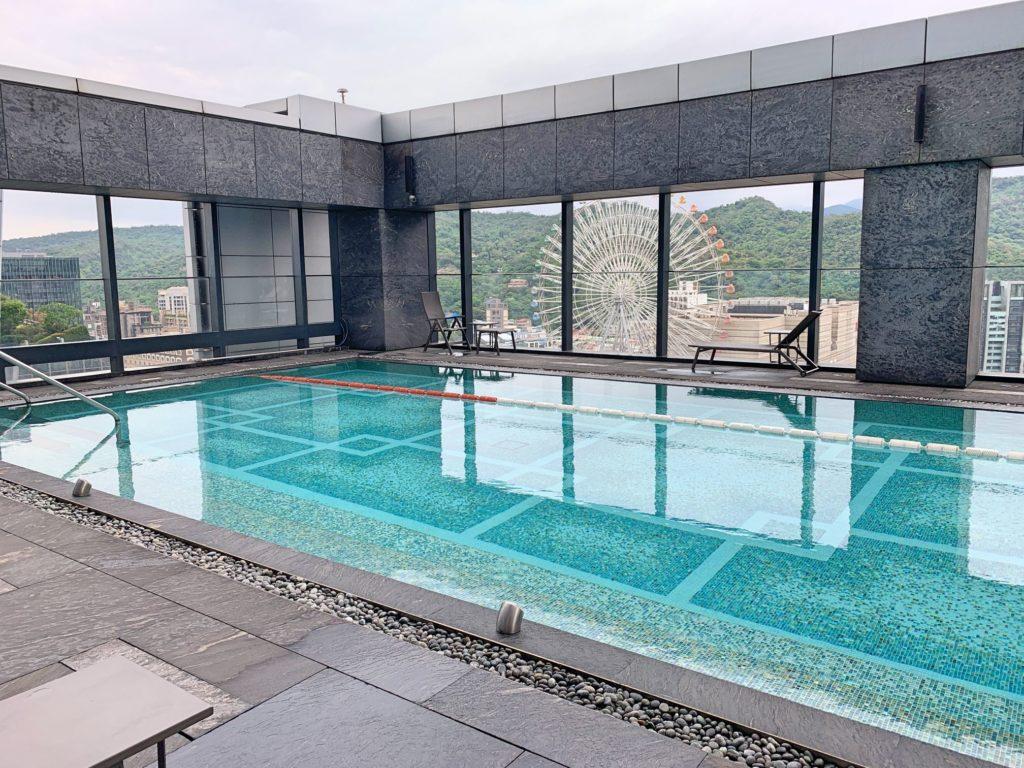 台北マリオットホテルのプール